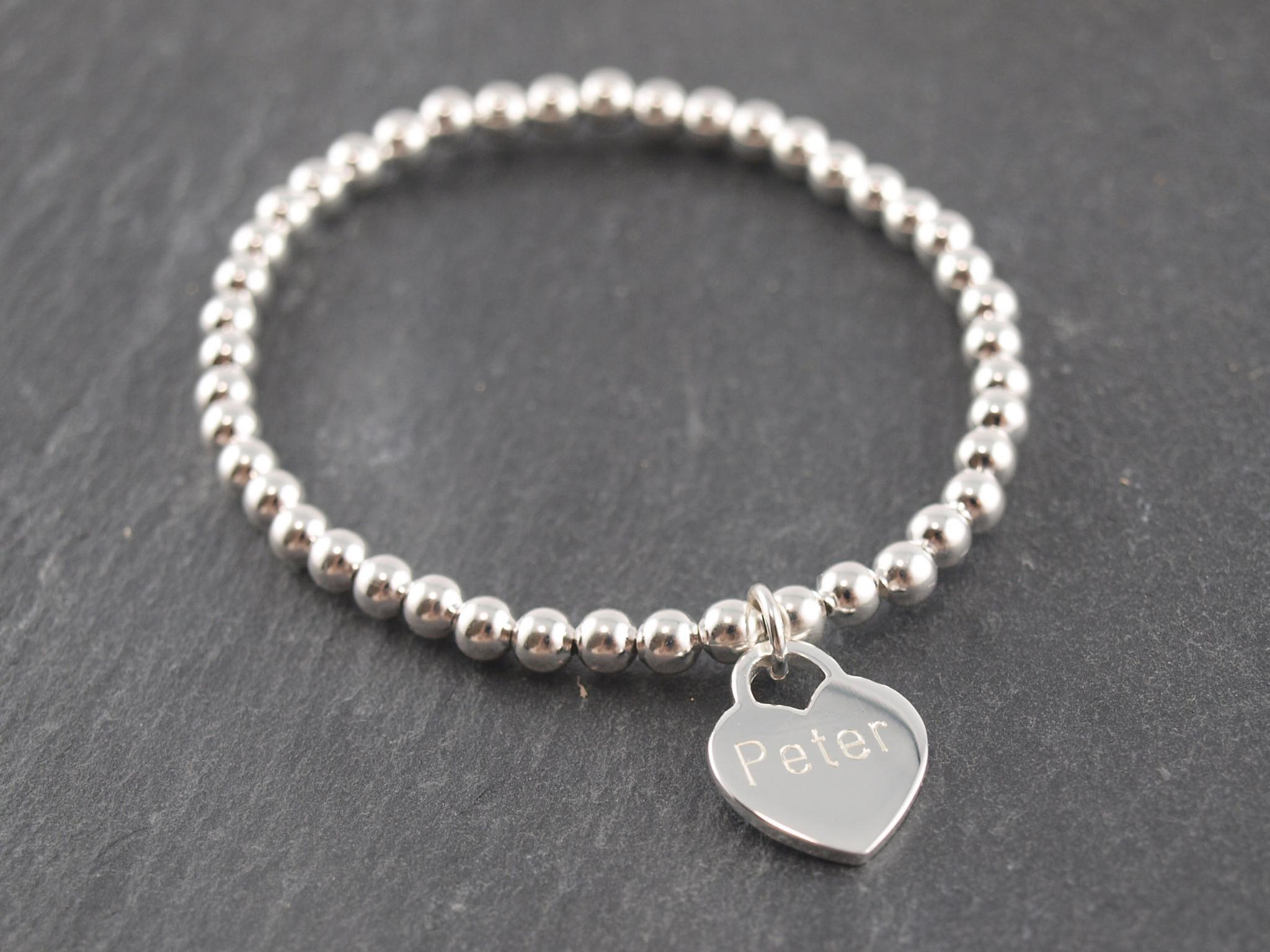 Gravuranhänger aus Silber mit Wunsch Gravur mit elastischem Armband herz