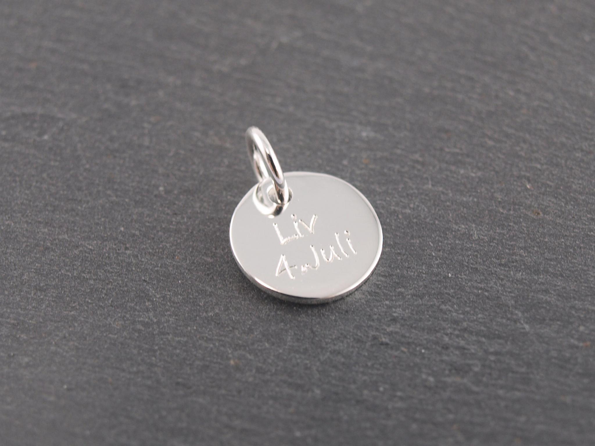 Gravuranhänger aus Silber mit Wunsch Gravur rund 10 mm