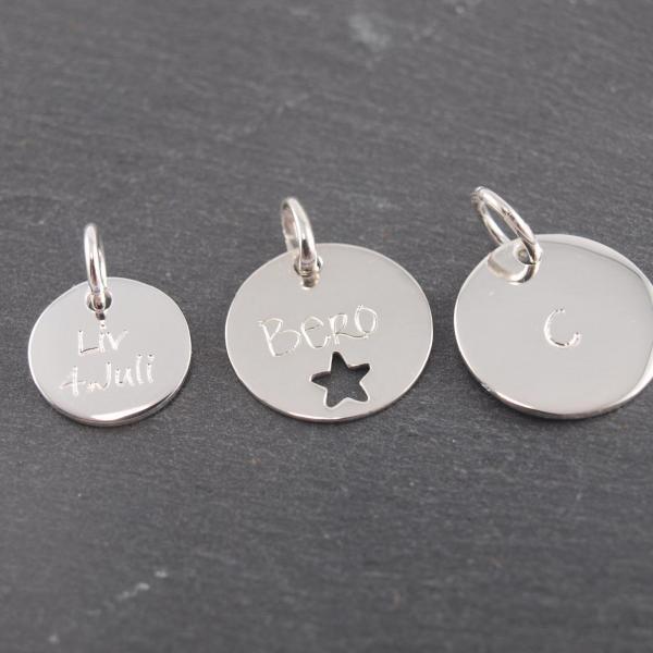 Gravuranhänger aus Silber mit Wunsch Gravur rund