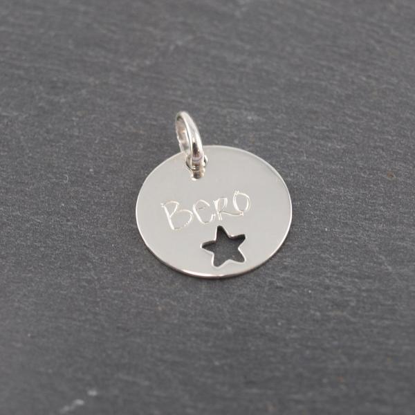 Gravuranhänger aus Silber mit Wunsch Gravur rund mit Stern 16 mm (2)