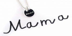 Gravuranhänger mit Handschrift Mama
