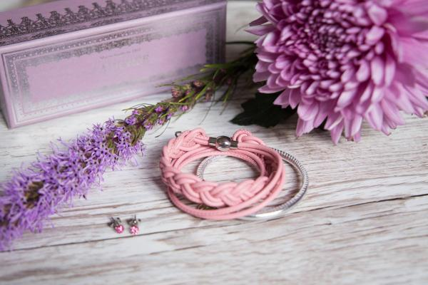 Lederarmband-Ellen-mit-Glitzerohrring-rosa