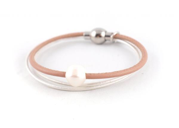 Lederarmband Penelope Süsswasserpele Magnetverschluss Nappaleder, Gravur möglich, die Geschenkidee für Frauen, Farbe Nude