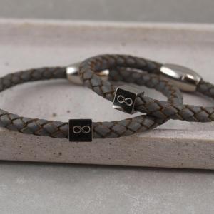 Partnerset Luca und Lucy in der Farbe grau mit Edelstahlcube Unendlichkeitzeichen