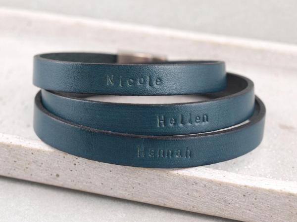 Paul der III Herrenarmband aus Leder mit Wunschtext Gravur blau