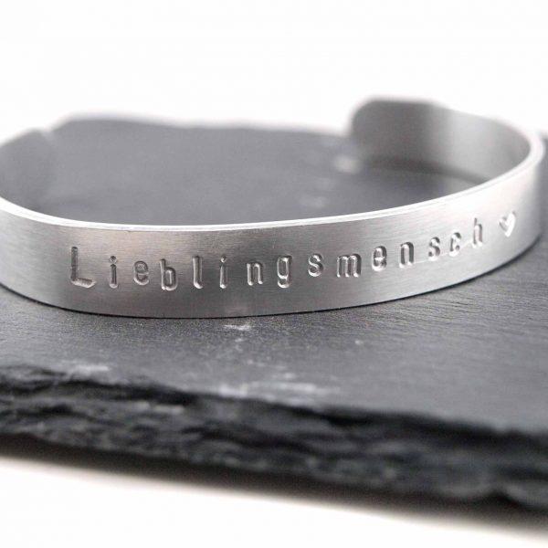 Armreif personalisiert aus Aluminium