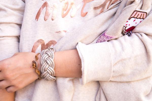 Sue geflochtenes Lederarmband Reptilprägung Edelstahlmagnet am Arm