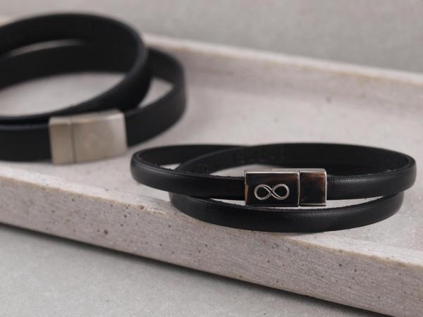 Partnerarmband P2 mit GRavur auf Edelstahlmagnet Unendlichkeitszeichen in der Farbe Schwarz 3