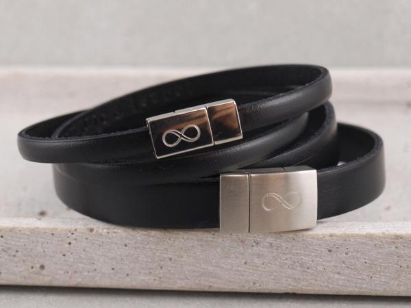 Partnerarmband P2 mit GRavur auf Edelstahlmagnet Unendlichkeitszeichen in der Farbe Schwarz
