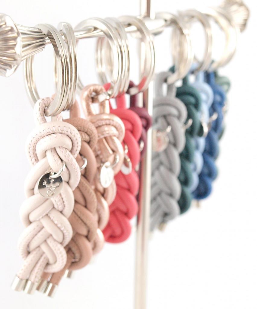 Schlüsselanhänger Luisa aus Nappaleder geflochten Gravur möglich