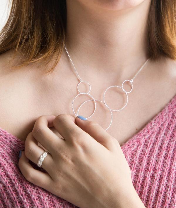 Silberkette Verbundenheit, fünf Kreise, silber