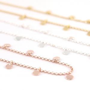 Silberkette mit kleine Plaettchen halsnah 3 farben