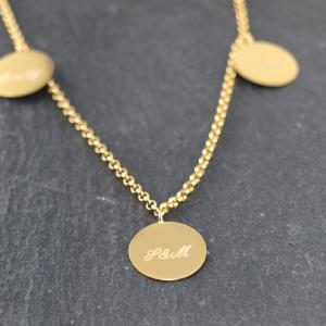 Familienkette in Gold mit drei anhaengern