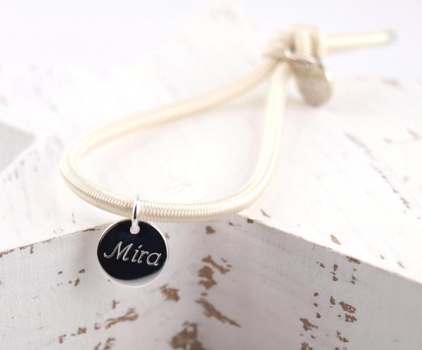 Elastisches Armband Groessenverstellbar mit Gravur anhaenger beige