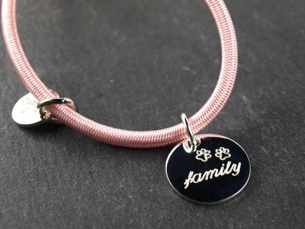 Elastisches Armband mit Gravuranhaenger Silber 16 mm rund, rose