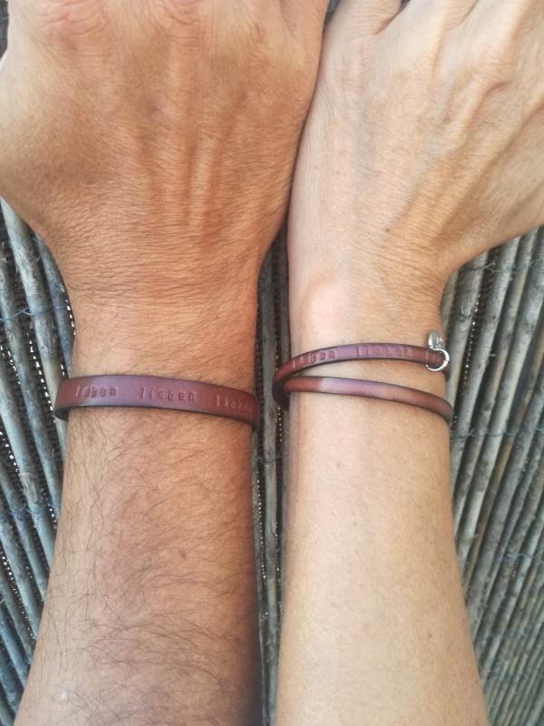 Partnerarmband aus Leder mit Wunschtext