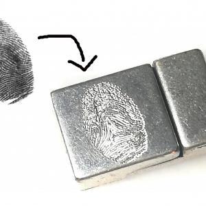 Fingerabdruck auf Magnet