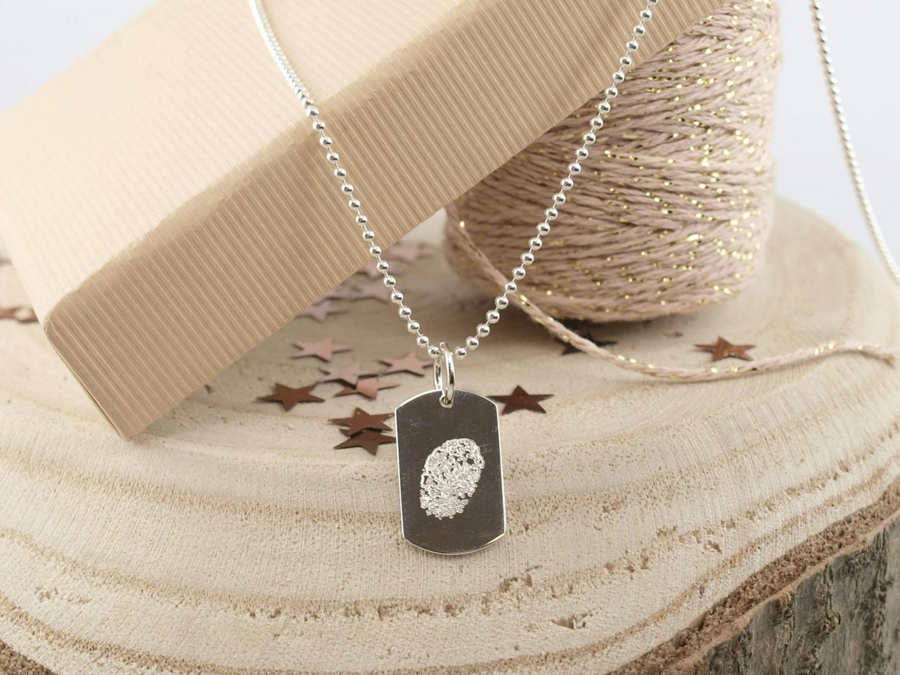 Silberkette mit Fingerabdruck auf Gravuranhaenger