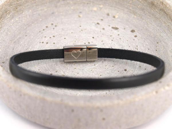 Nici schmales Lederarmband mit Gravur auf Magnet schwarz Herz
