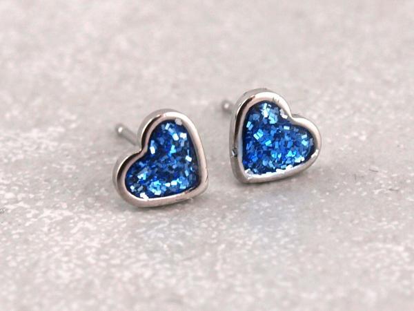 Ohrringe aus Edelstahl mit Glitzerherz blau (3)