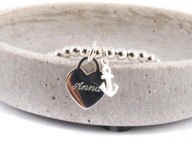 Silberarmband mit Herz und kleinem Anker