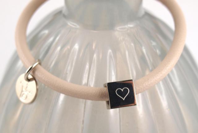 Nappaleder Armband mit Gravur Wuerfel viele Farben rose Herz zu Muttertag