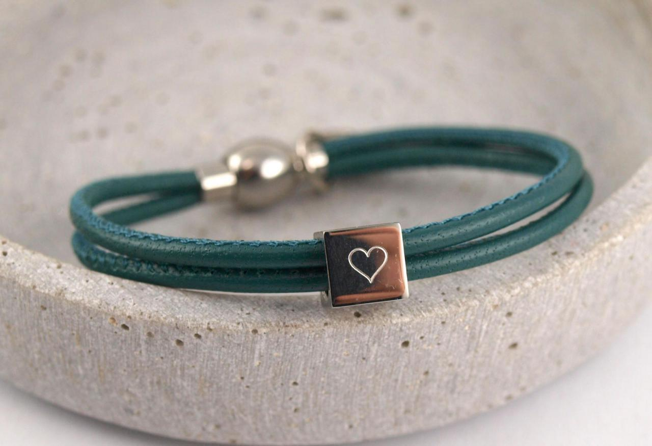 Filigranes Nappalederarmband mit Gravur Wuerfel Herz Salbei Muttertagsgeschenk