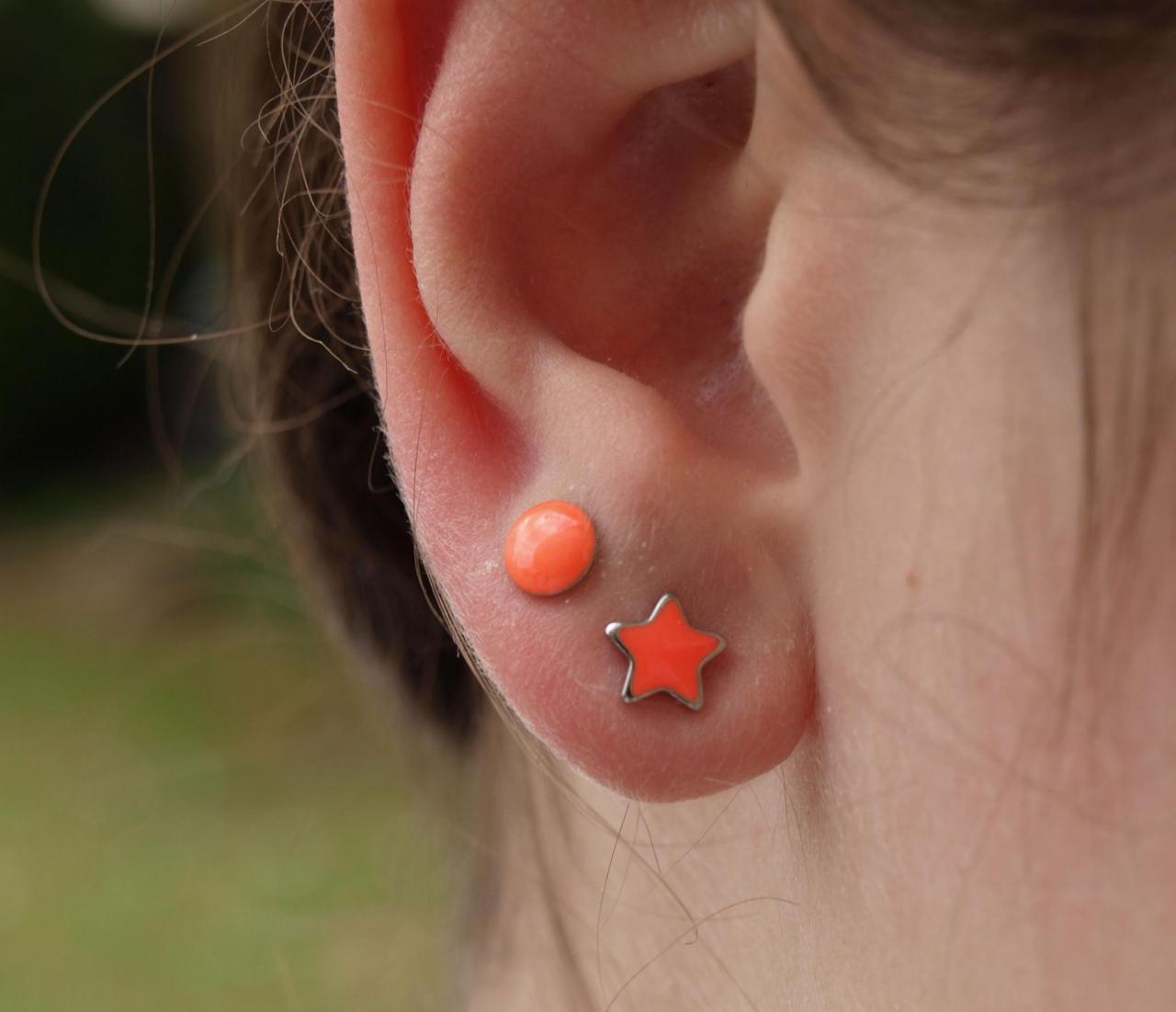 Ohrstecker Allergiker geeignet leuchtend orange stern u rund am ohr Studex.jpg