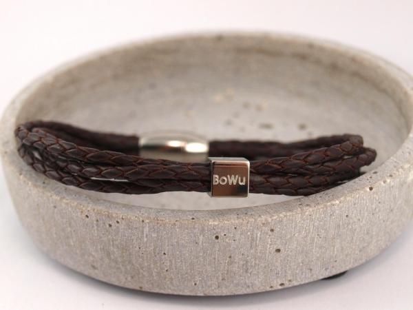 Eden Lederarmband aus geflochtenen Straengen mit Gravur und Magnetverschluss braun
