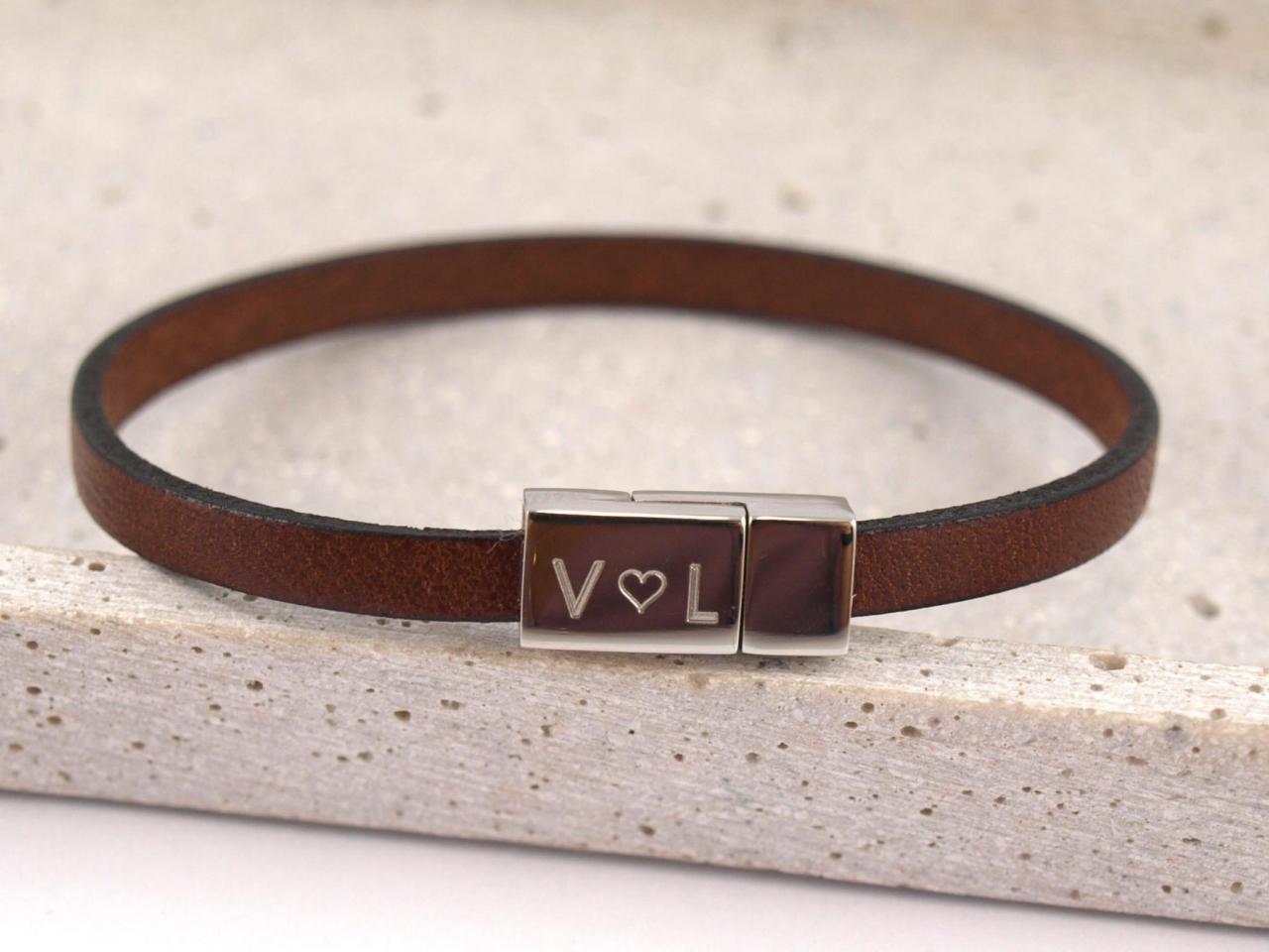 Paula schmales Lederarband braun mit Gravur Herz auf Edelstahl Magnet Verschluss