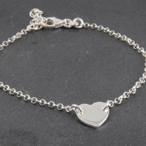 Filigranes Silber Armband mit Herz Gravur Groesse verstellbar Geburtsgeschenk