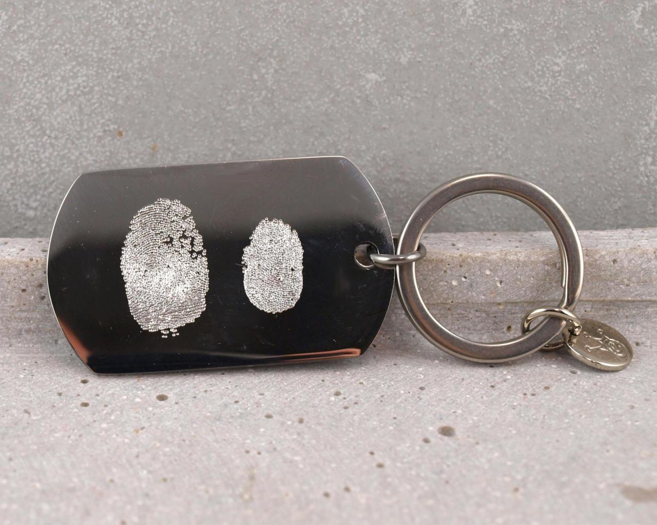 schluesselanhaenger aus edelstahl mit fingerabdruck gravur die geschenkidee individuell