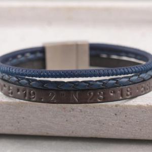 Charlie multicolor grau mit blau Breitengrad Stempelung Edelstahlmagnet