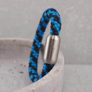 Ari Armband aus Segeltau mit Gravur auf dem Edelstalmagnet Widder Royalblau
