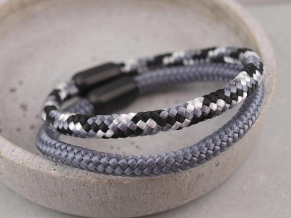 Ari Blackedition Segeltau Armband mit Gravur Option dunkelgrau und schwarz weiss grau
