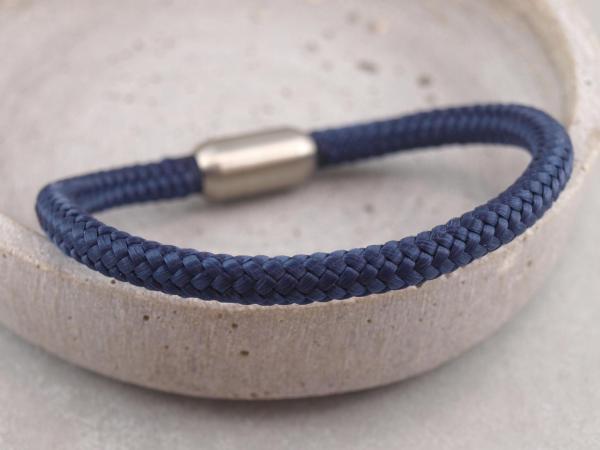 Segeltau Armband mit Gravur Option Geschenkidee fuer Mann dunkelblau