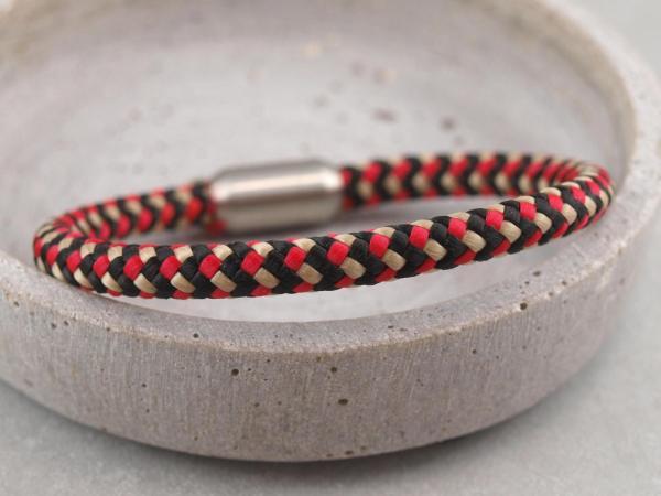 Segeltau Armband mit Gravur Option Geschenkidee fuer Mann schwarz rot gold