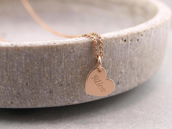Collier aus Silber rosevergoldet mit herzanhaenger mit Gravur