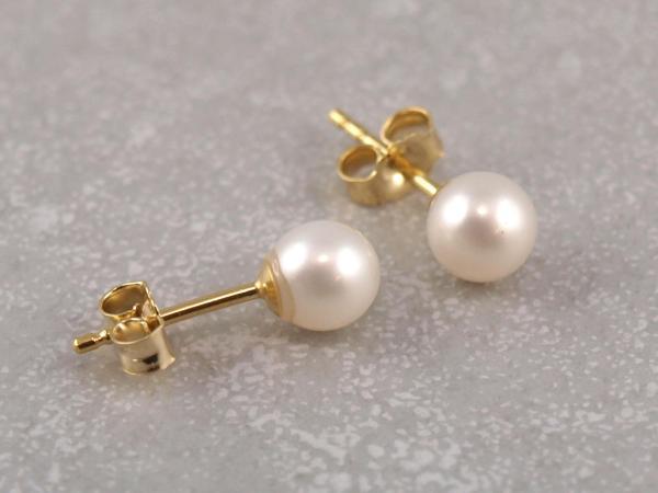 Echt Goldener Ohstecker mit echt Süßwasser Zucht-Perle 5 mm