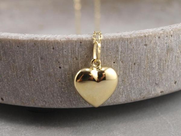 Großer bauchiger Herzanhaenger aus 333er Gold, das perfekte Geschenk fuer einen geliebten Menschen