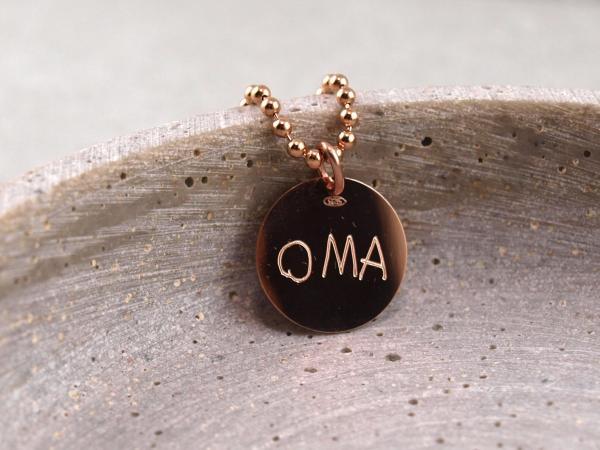 Rosegoldener Anhaenger 16 mm mit individueller Handschrift Oma