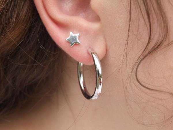 Echt silberne Kreole und Sternen Ohrring echt Silber am Ohr