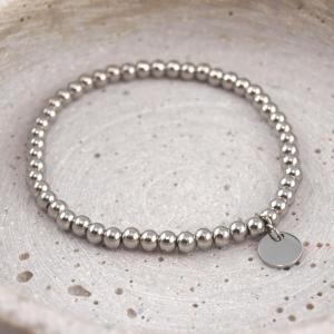 Perlenarmband aus Chirurgenstahl mit 8 mm Gravuranhänger