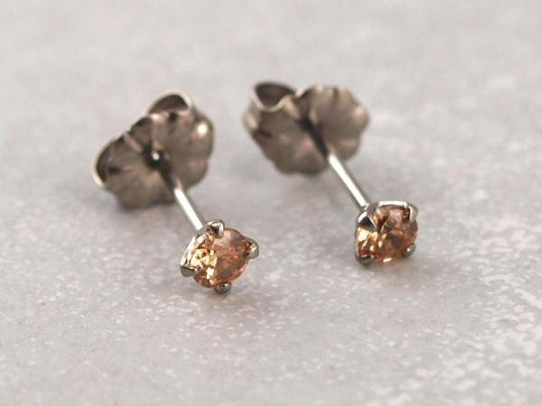 Titanohrstecker Ohrring antiallergisch nickelfrei viele Farben 3 mm beige