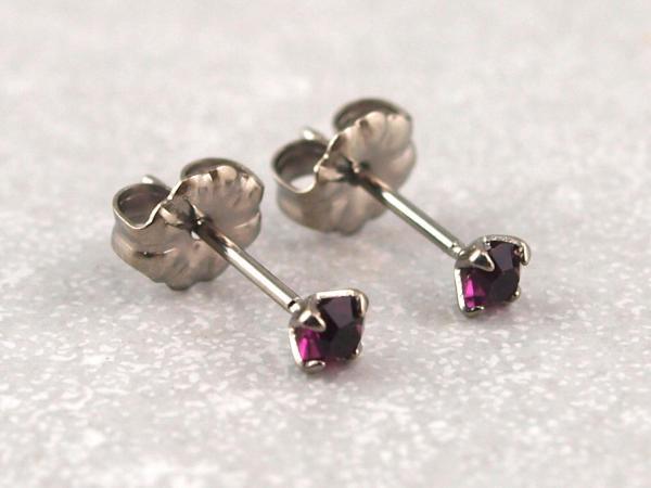 Titanohrstecker Ohrring antiallergisch nickelfrei viele Farben 3 mm brombeer