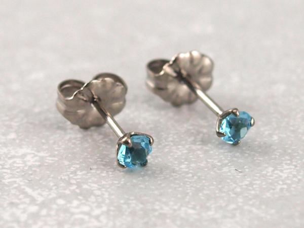 Titanohrstecker Ohrring antiallergisch nickelfrei viele Farben 3 mm hellblau