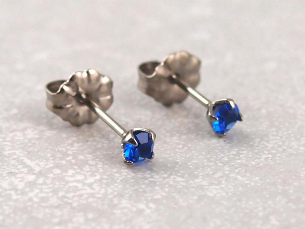 Titanohrstecker Ohrring antiallergisch nickelfrei viele Farben 3 mm royalblau
