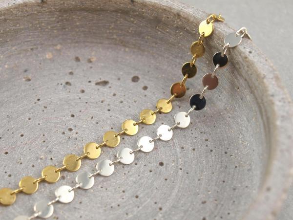 Armband aus 5 mm Plaettchen, Dots, Silber Vergoldet, Groessenverstellbar___