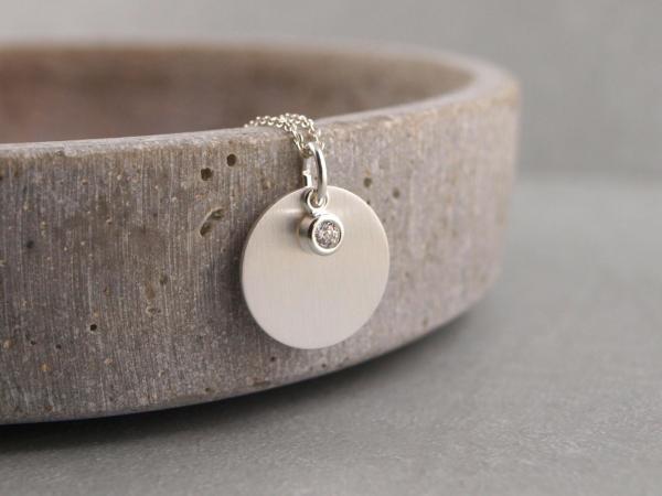 Gravuranhaenger mit kleinem Zirkonstein Silber mattiert